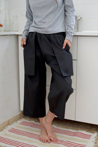 Loose fitting black capri pants I Whoosh,Pants- Flamingolandia.online