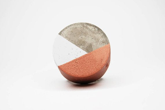 Concrete round cabinet Knob two colour design | White bronze | Flamingolandia