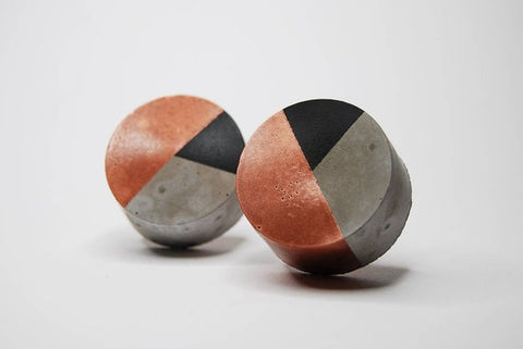 Concrete round cabinet Knob two colour design | Black bronze | Flamingolandia
