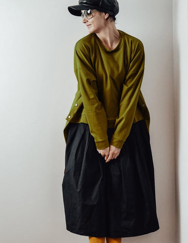 Green olive loose oversized asymetric sweater InModum | Flamingolandia
