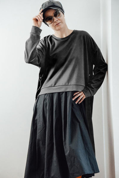 Black maxi dress with oversized sweatshirt  | InModum | Flamingolandia