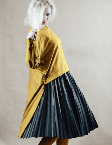 Yellow minimalistic loose oversized assymetric sweater InModum | Flamingolandia