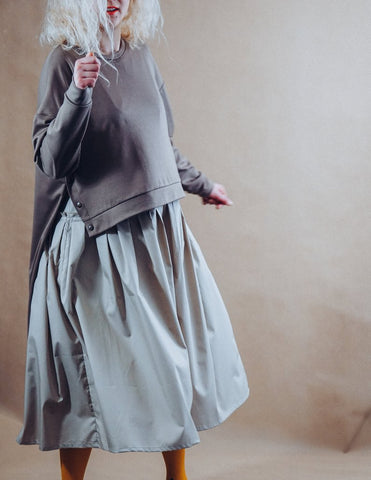Grey maxi dress with oversized sweatshirt  | InModum | Flamingolandia