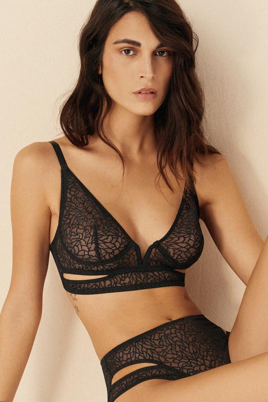 Zoe Soft Cut Out V Bra in Black