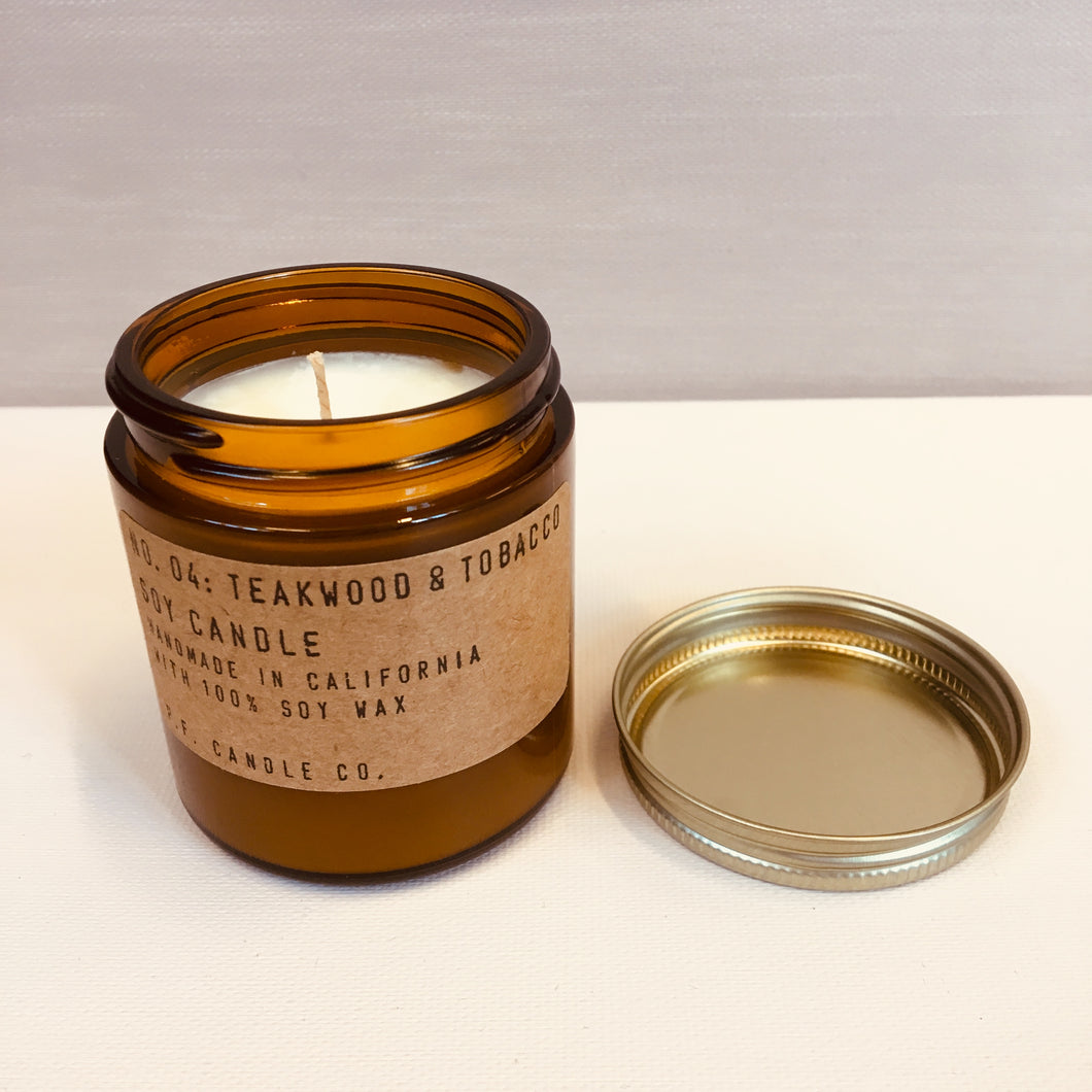 P.F.Candles lille teakwood and tobacco