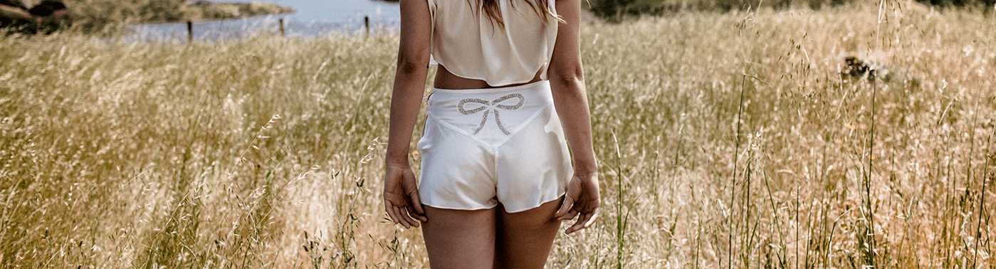 Tap shorts in ivory silk with vintage style lace bow