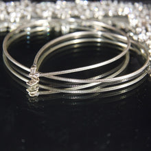 Simple and dainty wire necklace