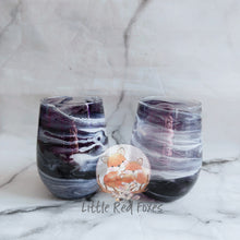 Colour swirls stemless wine glass