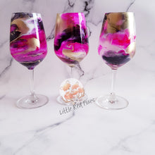 Colour swirls wine glass