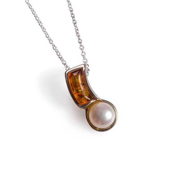 Curved Pearl Necklace in Silver and Amber