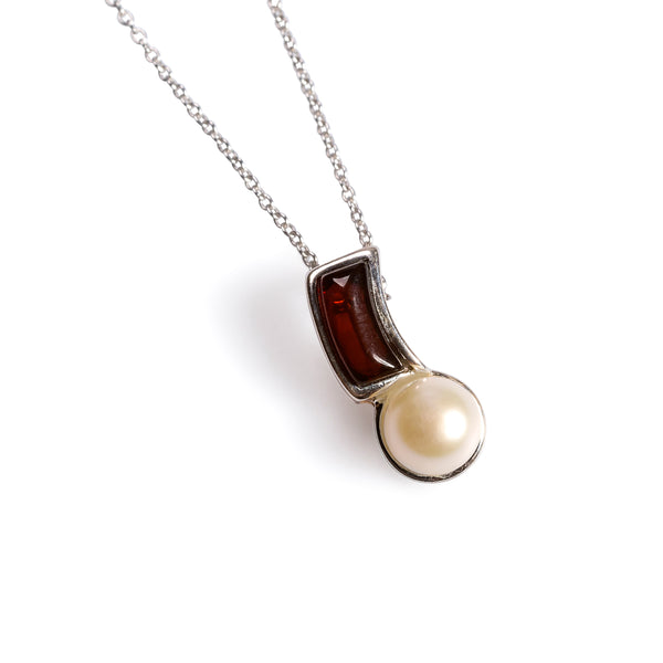 Curved Pearl Necklace in Silver and Cherry Amber